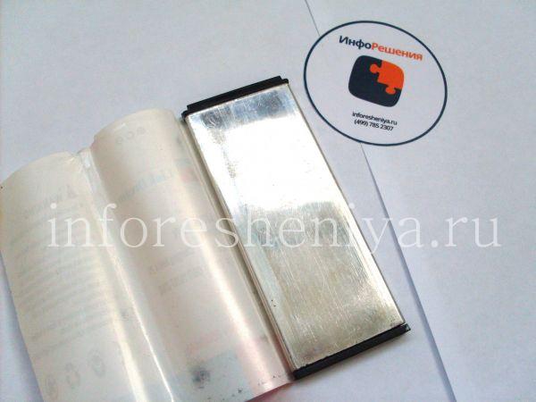 Сравнение аккумуляторных батарей для BlackBerry Z10 (тип L-S1): Разборка аккумулятора Link Dream для BlackBerry Z10. Вид под оберткой: только жестяная обкладка.