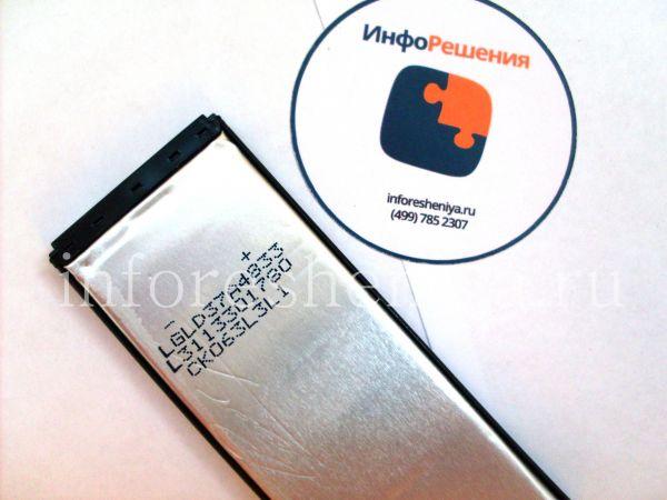 Сравнение аккумуляторных батарей для BlackBerry Z10 (тип L-S1): Разборка оригинального аккумулятора для BlackBerry Z10. Вид спереди, маркировка.