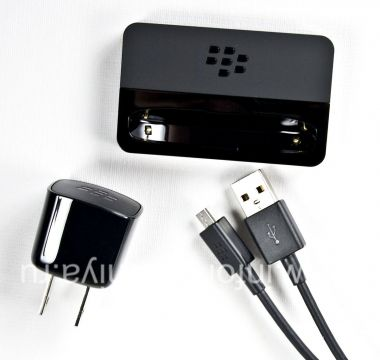"Buy Original ideskithophu ishaja ""Glass"" Carging Pod Bundle for BlackBerry 9900 / 9930 Bold Touch"
