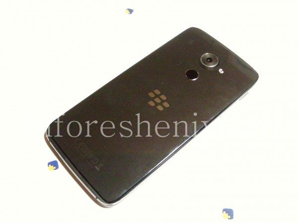 Разборка BlackBerry DTEK60/ Инструкция: Итак, начнем. Возьмите фен и прогрейте вокруг крышки смартфона. Она закреплена клеем, и высокая температура снизит адгезию. Это обязательно!