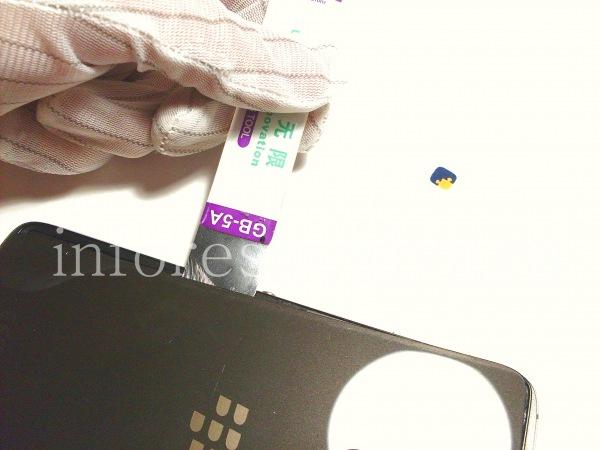 Разборка BlackBerry DTEK60/ Инструкция: Сделайте это по всему периметру.