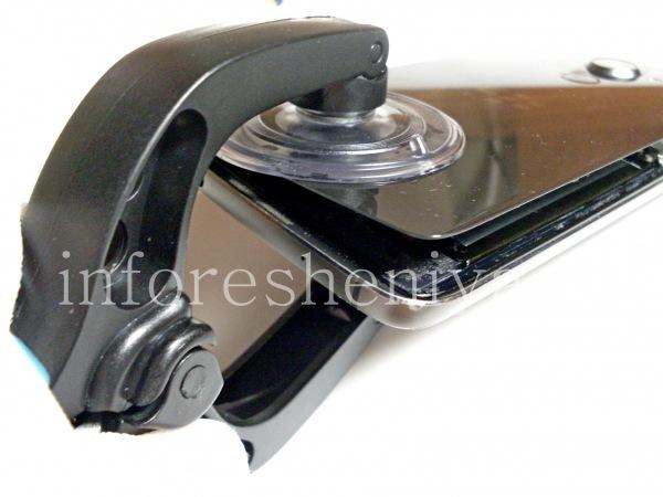 Разборка BlackBerry DTEK60/ Инструкция: Затем вы можете использовать присоски, чтобы приподнять заднюю крышку. Будьте осторожны, она стеклянная и может треснуть.
