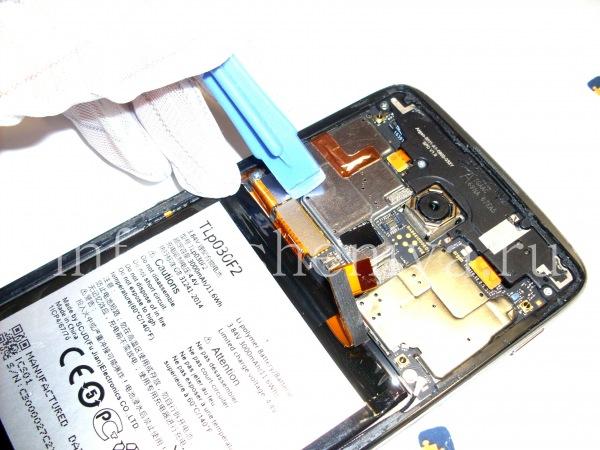 Разборка BlackBerry DTEK60/ Инструкция: Затем коннектор экрана/ тачскрина.
