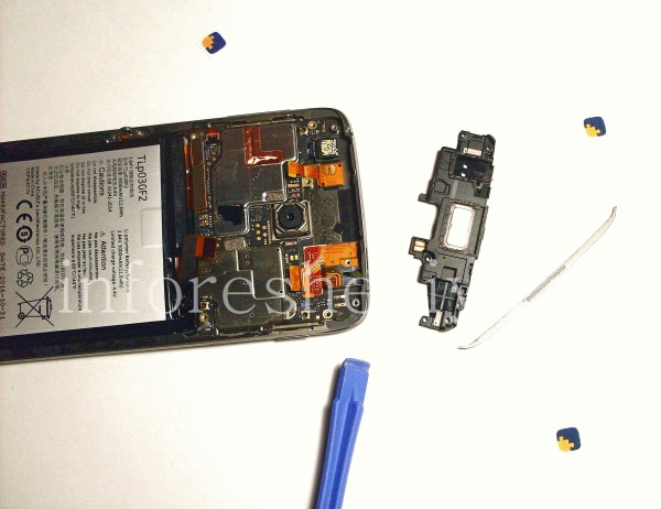 Разборка BlackBerry DTEK60/ Инструкция: Верхняя панель с голосовым (речевым) динамиком снята.